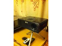 LG HW300Y Portable LED projector WXGA 300 ANSI
