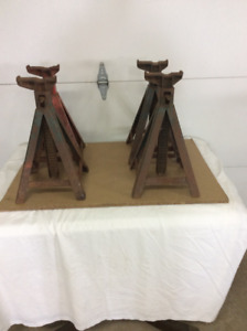 Set of four axle stands