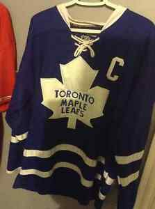 """Toronto Maple Leafs - Dion Phaneuf """"C"""" jersey - size 50"""