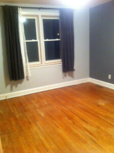 1 STUDENT room in spacious, clean house near McMaster University