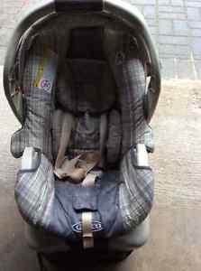 Graco Travel System - SnugRide 30 car seat & stroller Cambridge Kitchener Area image 3