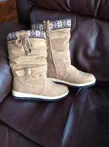 Size 10 stylish woman's winter boots London Ontario image 2