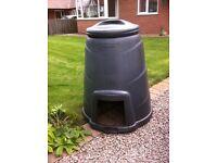 Free compost bin, front hatch door missing