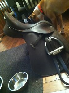 Wintec all purpose saddle 17""
