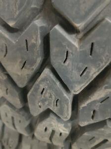pneus hivers LT 225/75/16 presque neufs