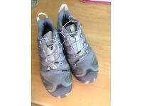 Woman's Solomon XA PRO Trail shoes