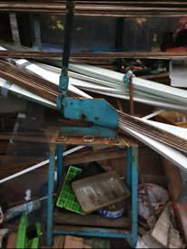 Metal sheet cutter
