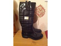 Ugg boots very good condition size 6.