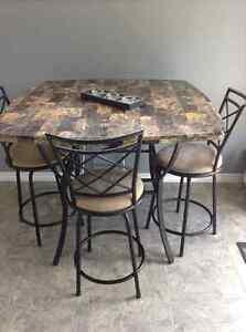 Pub style table set