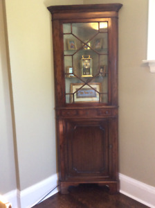 Beautiful antique mahogany corner curio cabinet.
