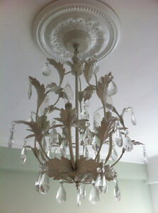 luminaire suspendu: lustre blanc crème de style antique