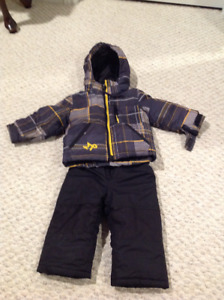 Toddler boy two piece snow suit Excellent condition