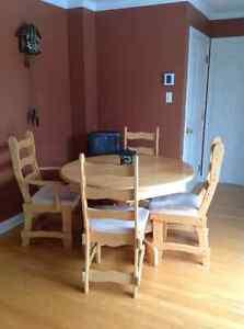 Set de salle à manger en chêne West Island Greater Montréal image 1