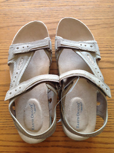 Women's size 10 sports sandal - NEW