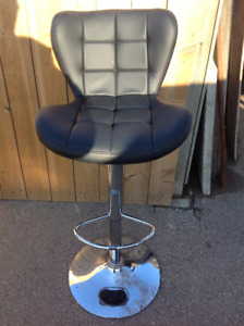 BAR CHAIR- GREAT CONDITION