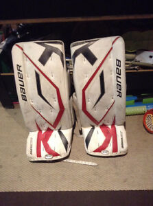 Used Hockey Goalie Pads Youth - Jambieres de hockey pour enfants