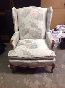 Beautiful lounge chair/captains chair