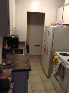 1 Bedroom Lease Takeover DEC 1st (close to uwo) London Ontario image 2