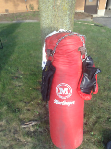 100# Macgregor Punching Bag with optional gloves and wrist wraps