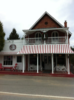 Muskoka - Baysville - Miss Nelles Cafe and Antiques