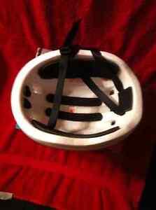 New Headwinds Adult Bicycle Helmet. Sarnia Sarnia Area image 3