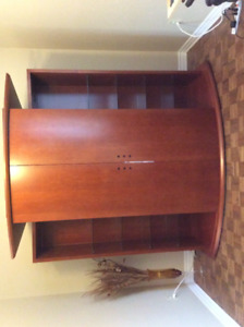 Wall Unit in maple veneer