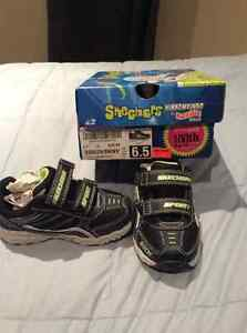 Brand New Sketchers Boys size 6.5 runner