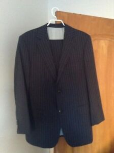 Hugo Boss men suit , size;42S . never worn