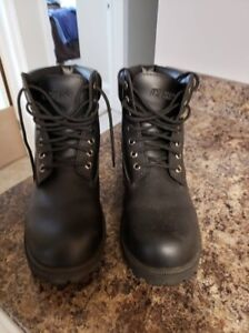 Brand New Boots size 10 w Mens