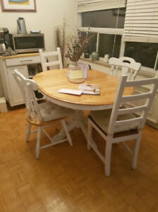 Kitchen Table - White/Light Wood Colour with 4 Chairs + Cushions