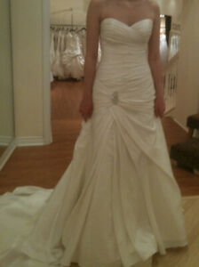"Maggie Sottero ""Melissa Brooch"" Wedding Dress in Ivory Taffetta"