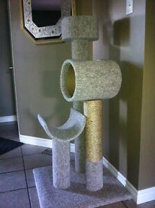 Cat condo/ scratching post