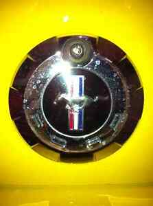 Ford Mustang - TRUNK SURROUND AND EMBLEM (ORIGINAL)