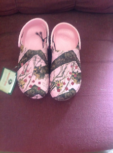 Brand New Mossy Oak Pink Dawg's Croc's Asking $30.00