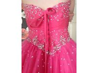WOW this stunning prom dress is absolutely wonderful, size 12/14.