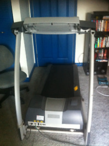 Treadmill     Fitness club Model MA300--lots of features