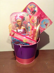 """BARBIE"" GIFT SET......NEW! EVERYTHING BARBIE!!!!! EVERYTHING IS"