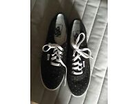 Vans off the wall size 6