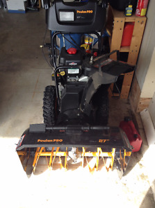 "27"" 250cc Briggs&Stratton Snowblower"