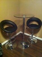 Bar table with 2 stools!