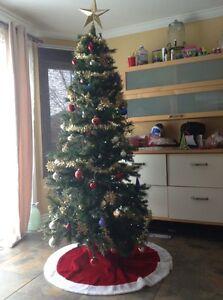 7ft Decorated Christmas Tree-Sapin de noël décoré 7 pied