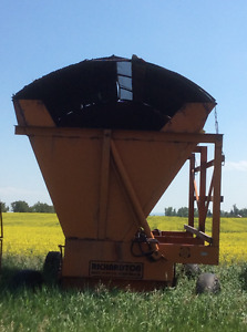 Richardton High Dump Silage Wagon