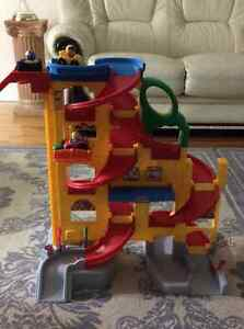 Wheelies™ Stand 'n Play™ Rampway Fisher Price little people