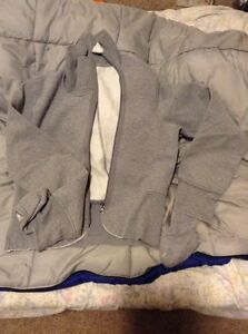 Lululemon Rare Grey sweater with mittens Size 4