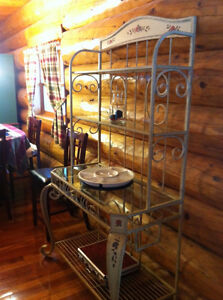 Country-style Baker's Rack