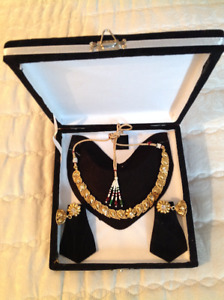 Indian Bollywood style necklace and earring set
