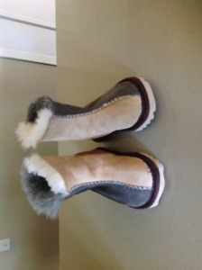 Authentic Uggs slippers/boots size 6 toddler EUC