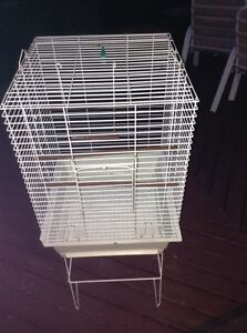 Big bird cage for 50$Please call me (5146853129 )