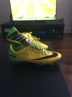 Men's soccer shoes used size 9
