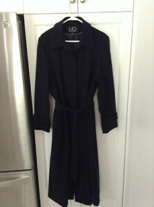 BEAUTIFUL NAVY BLUE UTEX DESIGN TRENCH COAT.....LIKE NEW, EXCELL